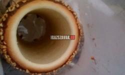 A kürtős kalács egy nagy lyuk körültekerve tésztával.