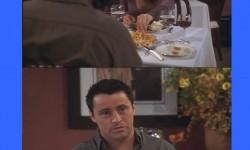 Joey reakciója, ha beleesznek az ennivalójába