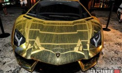 Csak egy arany Lamborghini