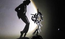 Michael Jackson fényszobra