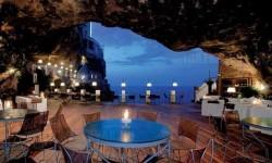 Étterem egy barlangban