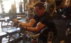 Arnold Schwarzenegger még a mai napig is keményen formában tartja magát
