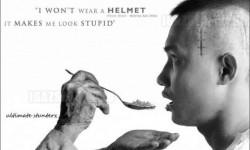 Sokkoló plakát – nem szeretem a bukósisakot, hülyén áll…