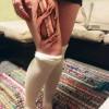 Egy lány brutális tetoválása