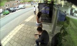 Jópofa Photoshop átverés a buszmegállóban