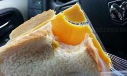 Ezt a szendvicset csomagolta nekem a barátnőm…