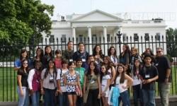 Iskolások a fehér ház előtt – keresd a hibát!
