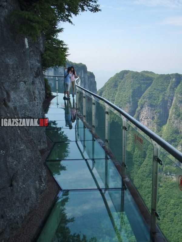 üveg sétány Tianmen hegyen Kínában