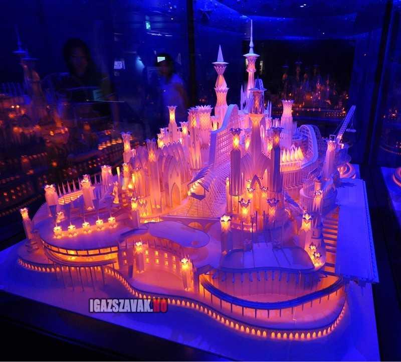 egy gyönyörüen megvilágított papír kastély