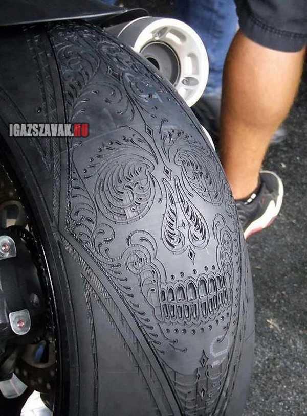 ez aztán a motorbicikli gumi