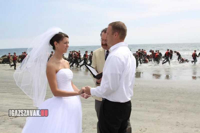 ezen az esküvőn sok a hívatlan vendég
