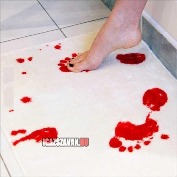 fürdőszoba szőnyeg ami vizzel érintkezve vörösre változik