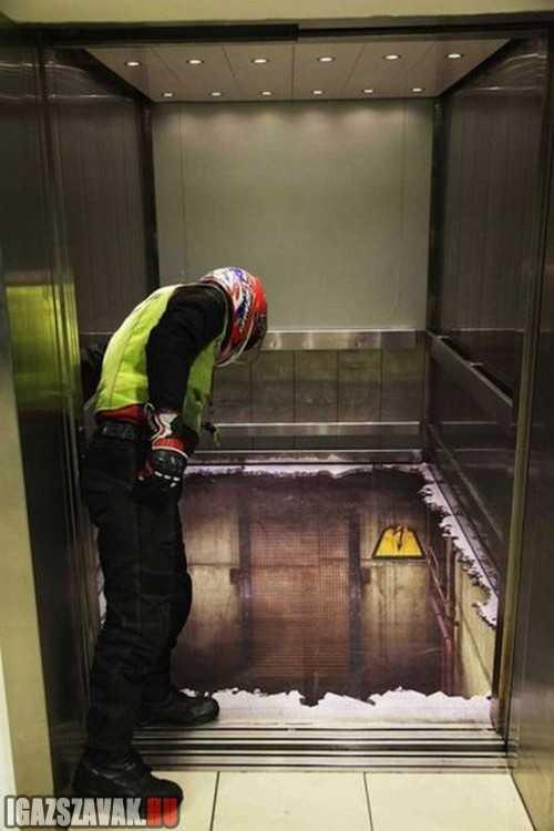 félelmetes padló a liftben