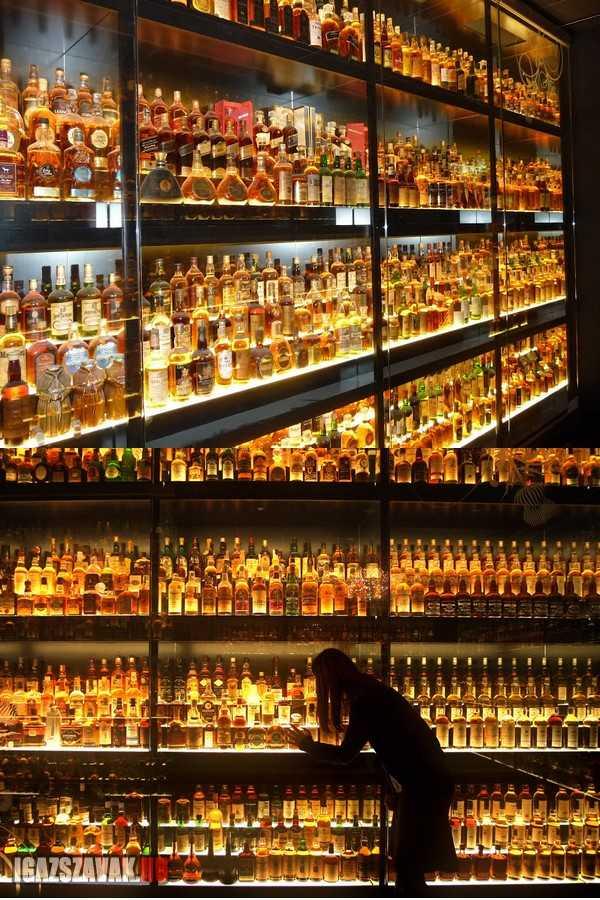 A világ legnagyobb skót whisky gyűjteménye, az 3384 egyedi palack
