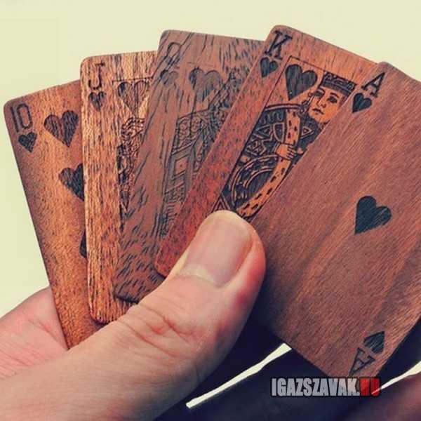 szép francia kártya fából