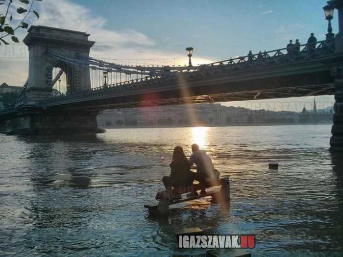 eközben budapesten