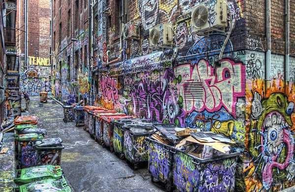 színes utcakép
