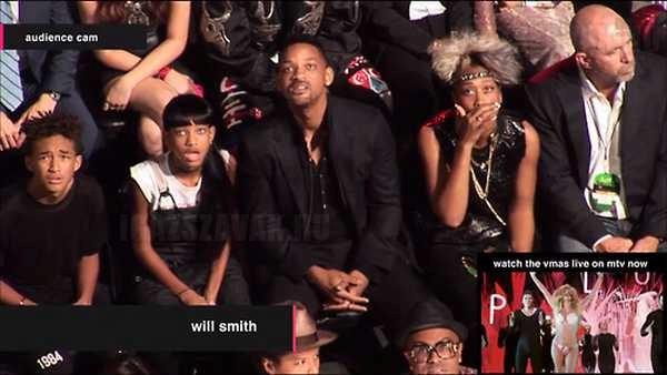 Will Smith és családja reakciója mikor meglátták Miley Cyrus ruhakölteményét a VMA estéjén