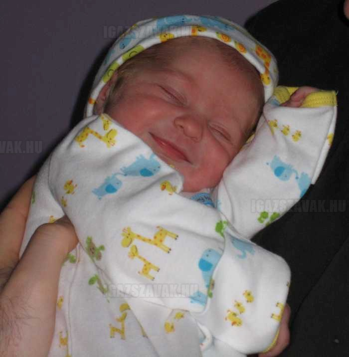 egy újszülött baba mosolya a legszebb a világon