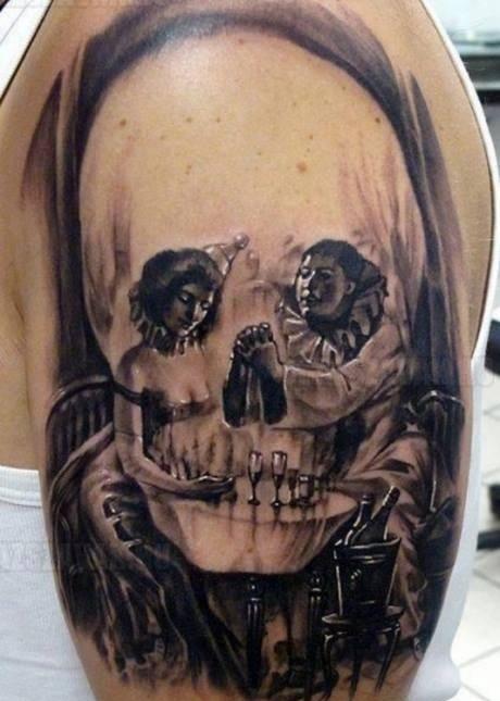 Egy különleges tetoválás, te mit látsz a képen