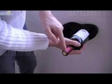 Így nyisd ki a borosüveget egy cipő segítségével!