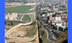 A határvonal az USA és Mexikó között elég szembetűnő