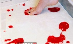 Fürdőszoba szőnyeg ami vízzel érintkezve vörösre változik