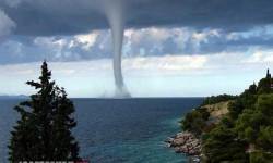 Félelmetes vízoszlop az Adriai- tengeren