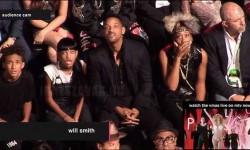 Will Smith és családja reakciója mikor meglátták Miley Cyrus ruhakölteményét a VMA estéjén.