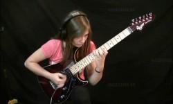 A lány, aki Vivaldit játszik a gitáron