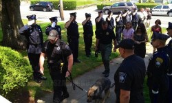 Fotó egy rendőrkutya utolsó útjáról