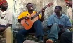 Jamaikai gitáros egy húron nyomja!